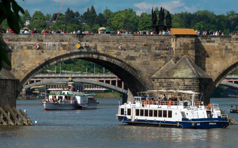 Paseo en barco Praga